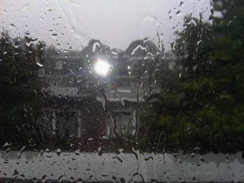 Il pleut un peu