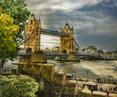 London Tower Bridge III (Chariots_of_Artists) Tags: england london towerbridge brdge bealivebetopbeseven tripleniceshot flickraward5 mygearandme mygearandmepremium mygearandmebronze mygearandmesilver mygearandmegold mygearandmeplatinum mygearandmediamond