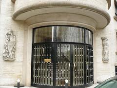 Paris (France), angle du quai d'Orsay et de la rue Jean Nicot (Marie-Hlne Cingal) Tags: door paris france puerta porta porte tr artdco letabac renletourneur andrleconte