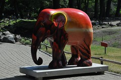 Vurige olifant 'Hot nature' (Arnold Metselaar) Tags: netherlands zoo sculptuur schilderij emmen dierentuin fotomeet tweakersnet elephantparade dierenparkemmen elephantparade2010