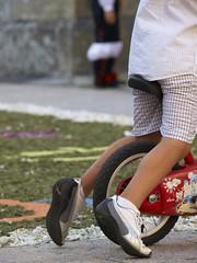 Las bicicletas son para el verano (Shawnito) Tags: boy kid corua bicicleta galicia corpus infancia nio e1 bicyle tradicion alfombras barbanza boiro florales satorgettymomentos