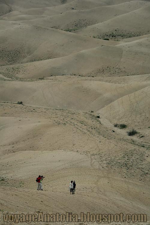 Walking in the Desert by voyageAnatolia.blogspot.com