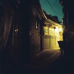 2131/1956*'^z (june1777) Tags: street light bicycle night zeiss square t alley kodak snap jena 66 e carl seoul russian kiev portra 800 f28 60 80mm kiev60 czj samcheongdong biometar