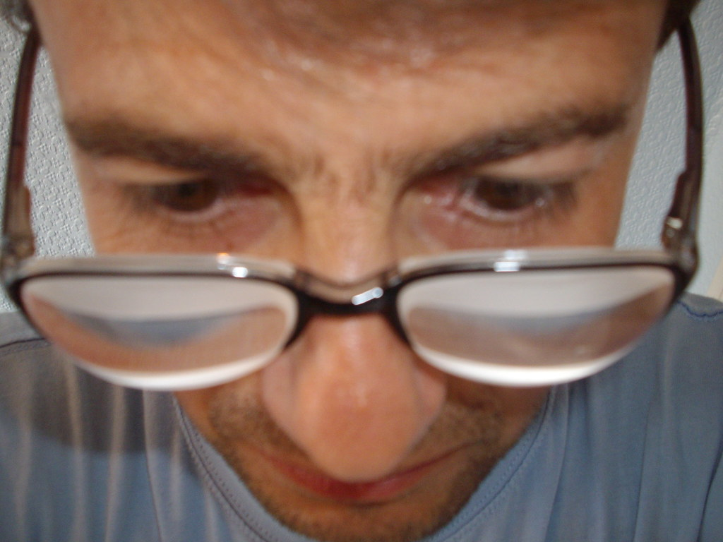 how to wear thick glasses