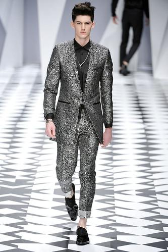 SS11_Milan_Versace0021_Pat Shaw(VOGUEcom)