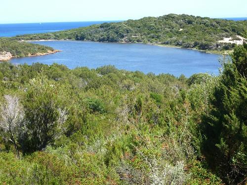 Transit entre Sponsaglia et Tre Padule : arrivée au-dessus de Rondinara avec l'étang de Prisarella