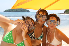 the three of them (Alfonso Bonilla) Tags: ocean girls friends sea beach beauty pose three mar sand snorkel friendship faces naturallight sombra playa arena bikini shade tres caras amigas beachgirls amistad belleza oceano facialexpression luznatural expresionfacial