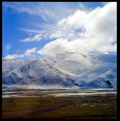 Infinite Blue in Tibet (vivienne*) Tags: 6x6 train kodak slide tibet squareformat e100vs onthetrain   rolleiflex35f   ck