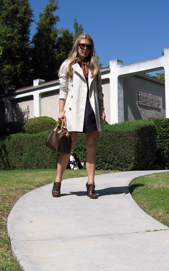 Burberry Trench Coat+Louis Vuitton Speedy+Tom Ford Anouk Sunglasses+silk  scarf