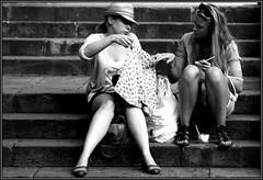 shopping (www.infografiagijon.es) Tags: street girls woman stairs canon calle gente asturias aviles chicas fotografia oviedo gijon xixon escaleras compras markii asturies infografia astur eos5d infografias shoppingpeople infoarquitectura hernancad wwwinfografiagijones