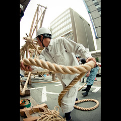 (Masahiro Makino) Tags: man building male festival japan photoshop canon eos japanese construction kyoto working snap fisheye tokina adobe   gion ropes float matsuri lightroom  f3545  1017mm 40d naginataboko  20090711105803canoneos40dls640p