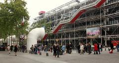 Vor dem Centre Pompidou