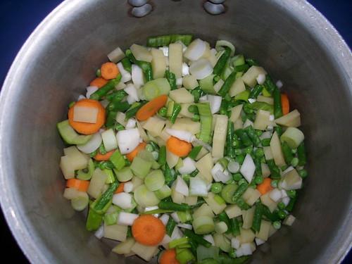 Les légumes  du potage Julienne dans la cocotte
