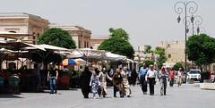 The square in front of the Citadel, Aleppo, Syria (Alessandra Kocman) Tags: men square women citadel hijab syria silkroad niqab aleppo siria halab