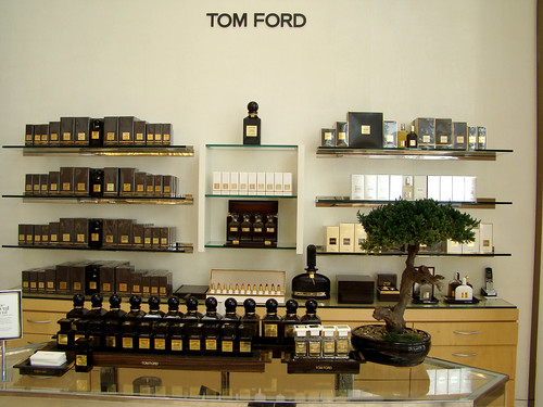 california neimanmarcus sanfrancisco unionsquare usa tomford cosmetics display retail departmentstore bonsai tree fragrance black gold white maple