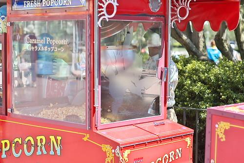 スウィートハート・カフェ前のポップコーンワゴン