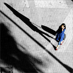 red shoes girl (bNat!) Tags: barcelona blue shadow red españa woman girl azul lady square mujer spain rojo shoes afternoon chica shadows ombra bcn sombra 11 catalonia zapatos sidewalk paseo sanjuan barceloneta vermell catalunya blau suitcase sombras redshoes noia passeig tarde cataluña maleta morena dona 1x1 walkin ombres vorera acera darkhair bluecoat santjoan espanya tarda sabates zapatosrojos ladyinblue passeigdesantjoan redshoesgirl chaquetaazul ilovebcn paseodesanjuan viscabcn sabatesvermelles lanoiadelessabatesvermelles lachicadeloszapatosrojos jaquetablava avuimhadonatpelformatquadratp lanoiadeblau lachicadeazul parlantpertelèfonotocantselorellap hablandoporteléfonootocándoselaorejap talkingonphoneortouchingherearp