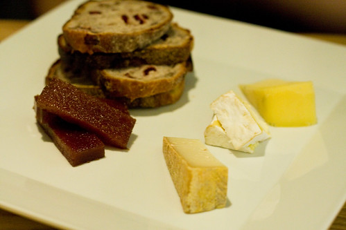 Cheese plate with quince and walnut raisin bread, Aldea