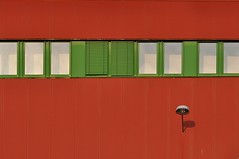 (Heidelknips) Tags: orange brown green window lamp minimal d90 allbuttwo litrof