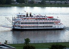 Celebration Belle (pdx3525) Tags: river prospectpark iowa mississippiriver riverboat steamboat davenport paddleboat 2010 quadcities davenportiowa excursionboat celebrationbelle scottcountyiowa