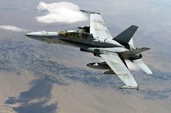 [フリー画像] 乗り物, 航空機, 戦闘機, F/A-18 ホーネット, アメリカ海兵隊, 201012232300