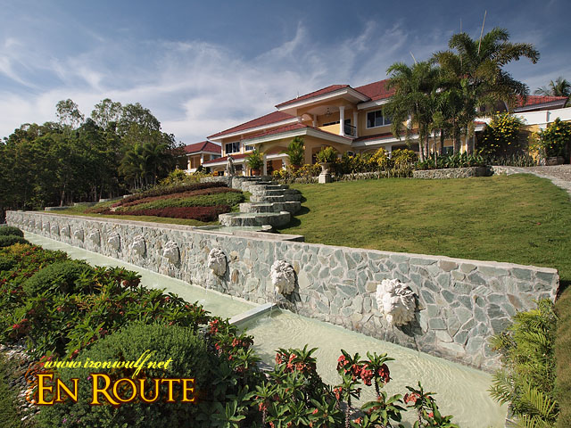 Te Peacock Garden main mansion