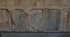 Temple of the Warriors (Mattron) Tags: detail méxico architecture buildings ancient ruins maya carving historic yucatán ruinas tropical archeology tropics chichénitzá toltec arqueologica templeofthewarriors yucatánpeninsula templodelosguerreros postclassic
