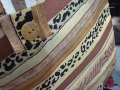 """Bolsa Safari Ecolgico! (""""Feltro Flor"""") Tags: quilt patchwork bolsa bolsas aula molde tecido bordado costura necessaire"""