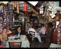 Naples : Restaurant - Hosteria Toledo (Pantchoa) Tags: voyage italy tourism canon geotagged restaurant italia vista napoli naples turismo italie npoles tourisme neapel visitar visiter npols ritorante quartierispagnoli npoli barrioespaol spanishquarters quartierespagnol canonpowershotsx200is powershotsx200is vicologiardinetto hosteriatoledo