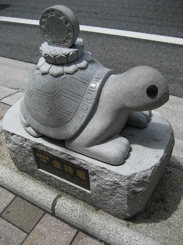 コイン通り 金持ち 神社や石像なども 34