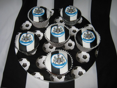 Newcastle United football cupcakes