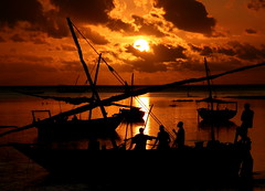 fishermen at sunrise (Blue Spirit - heart took control) Tags: sea silhouette clouds sunrise reflections fisherman nuvole mare alba zanzibar riflessi nungwi pescatori bestcapturesaoi primaclassificatasezionetecnicadelconcorsounclickandataeritornoyeah