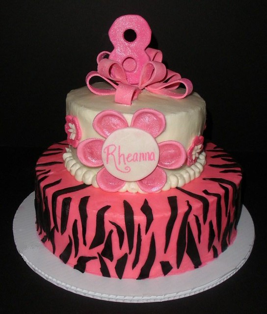 An 8 year old birthday cake for Rheanna who likes to be just like her big
