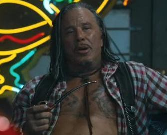 mickey rourke the-expendables-mickey-rourke-taking-it-easy