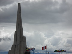 Por la lbertad de america! (oskarxy) Tags: america monumento latinoamerica banderas ayacucho libertadores batalla