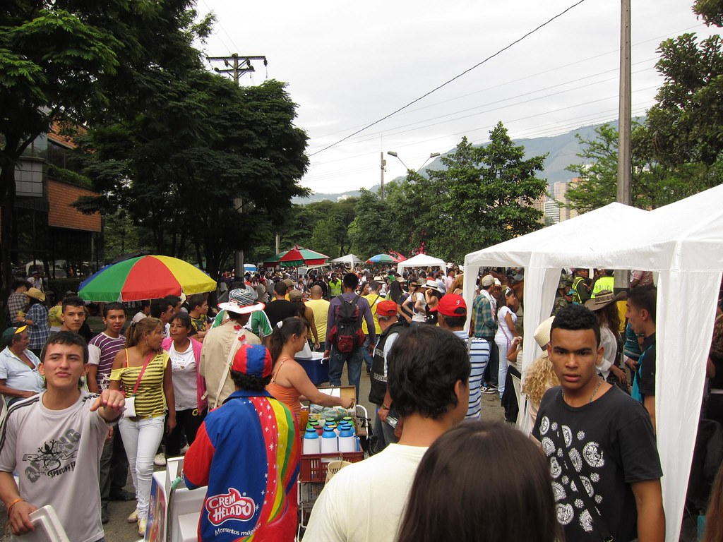 A pickpocketer's paradise. Industrious Colombians and regular street vendors sold everything from coffee, ice cream, beer, and liquor to packs of gum.