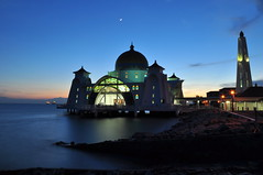 Crescent moon over Mosque  ... ( Frog) Tags: sunset architecture nikon mosque malaysia melacca melaka 2010 islamicarchitecture islamicart d90    melaccaisland
