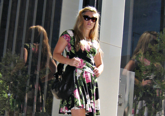 betsey johnson rose print dress+tom ford anouk sunglasses