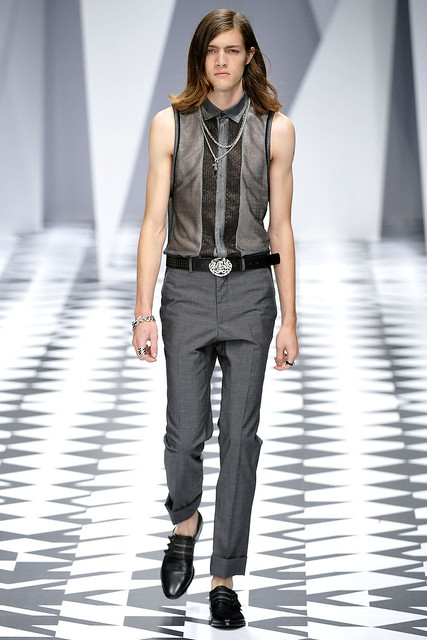 Marcel Castenmiller3105_SS11_Milan_Versace(VOGUEcom)