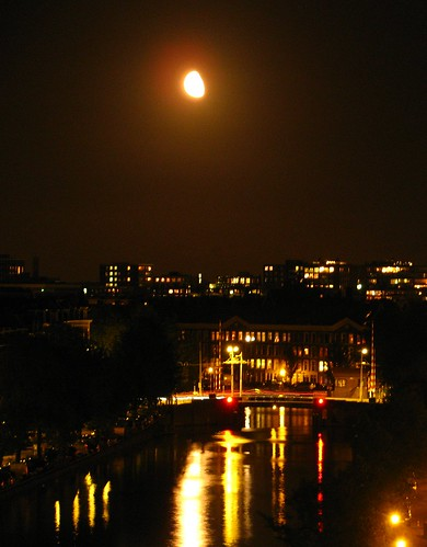 klary koopmans: Moon over Amsterdam