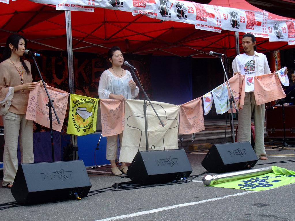 日本反核友人帶來聲援掛旗,支持諾努客反核四復工。