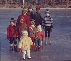 Barnen i Ydrehammar 1964 (Ankar60) Tags: old girls girl kids barn vintage children photo kid 60s foto child sweden swedish smland clothes scanned sverige 1960s sixties nostalgi svensk 1964 fotografi gammal stngn klder gammalt 60tal flickor skannat rumskulla 1960tal ydrehammar