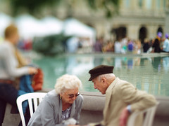 (toby.harvard) Tags: fountain photography 50mm couple bokeh trafalgarsquare olympus photograph elderly f18 freelens bestportraitsaoi freelensed tobyharvard