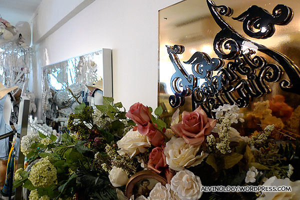 We went to this chic boutique store to get cloths for the bloggers' make over