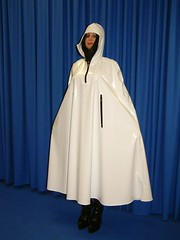 Cape aus Gumpla wei (rainprotect) Tags: macintosh latex cape poncho pvc mantel regenmantel regencape gumpla