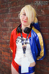 IMG_2461.jpg (Neil Keogh Photography) Tags: gloves comics bomberjacket dc belt film gun villain spikes gold harleyquinn boots jacket red criminal pigtails blue psycho suicidesquad tracksuitjacket psychopath hotpants top bracelets black femaledccomics cosplayer videogame nwcosplayjunemeet2016 white