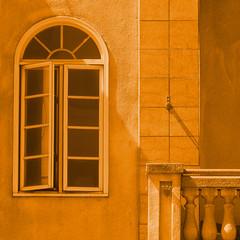 (msdonnalee) Tags: architecturaldetail architektur architecture arqitectura window ventana fenêtre fenster finestra gold shadow