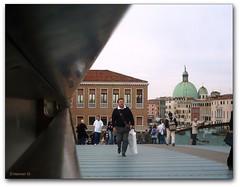 """Venezia """"da sotto il corrimano"""" (erman_53fotoclik) Tags: ponte persone cupola calatrava figure venezia stazione canale turisti gradini corrimano"""