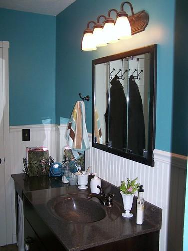 Main bathroom by you.