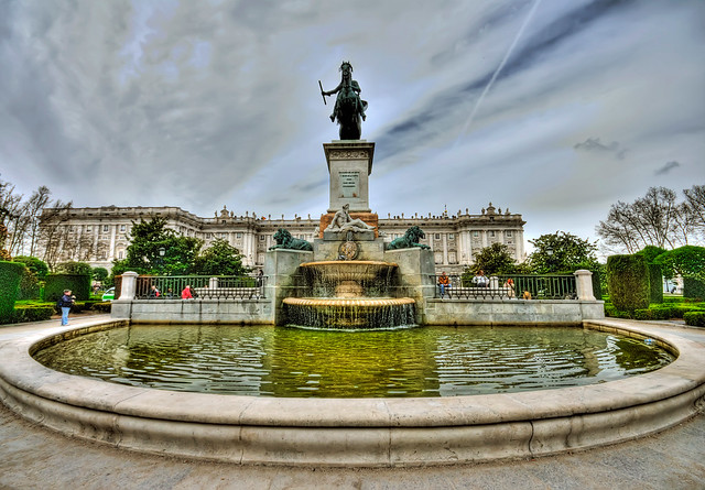 Fontana del Palazzo Reale - Madrid - HDR